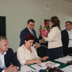 Jednogłośnie i z oklaskami przyjęto uchwałę o udzieleniu absolutorium burmistrzowi Łochowa Robertowi Gołaszewskiemu