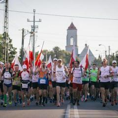 Wraz z wójtem Pawłem Kownackim przebiegli 63 kilometry, by uczcić 63 dni chwały!