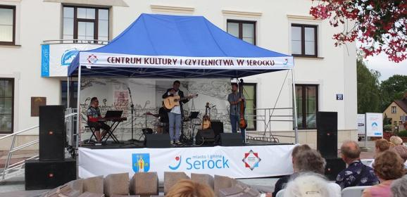 Fontanna Muzyki – inspirujący cykl muzycznych koncertów na rynku w Serocku