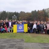 Młodzież z jedenastu radzymińskich szkół odwiedziła Palmiry, aby uczcić pamięć Ofiar, zamordowanych przez Niemców…