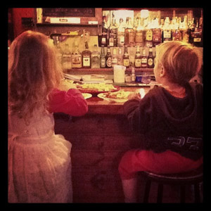 kids-at-pub