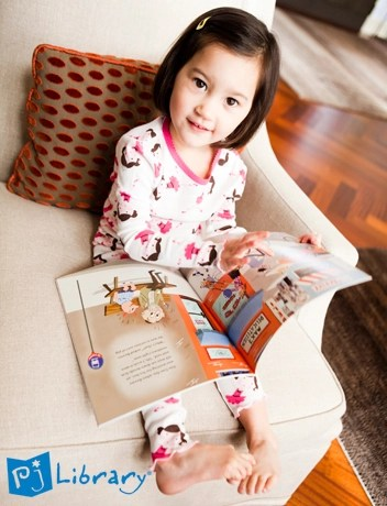 little-girl-reading-open-book2