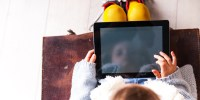 kid with ipad
