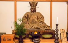 Inside the Hōzō (宝蔵) of Byakugô-ji (白毫寺), there are several statues that date back to the Kamakura era. This is a King Enma Statue (閻魔王坐像).