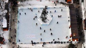 Ice_Skating_Sapporo_Snow_Festival_Odori_Park