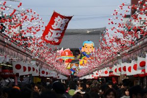 New_Year_Decoration_at_Sensoji_Temple_Tokyo