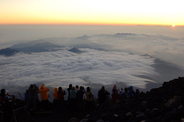 The_Sunrise_View_from_Mount_Fuji_Japan