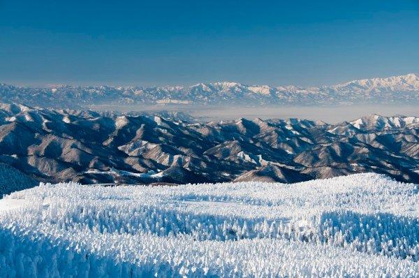 beautiful_mount_zao_landscape_from_the_summit