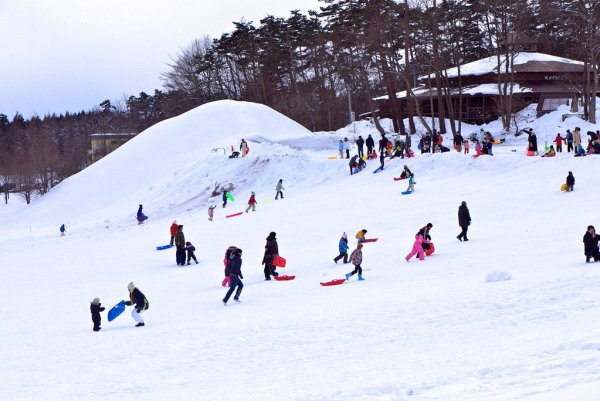 sledding_at_the_iwate_snow_festival