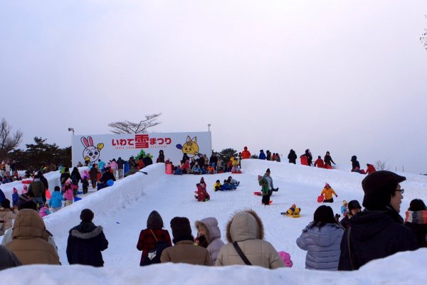 sledding_in_the_snow_at_the_iwate_snow_festival