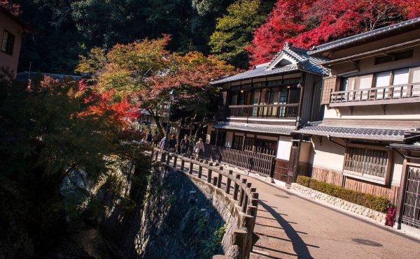 path_to_minoo_waterfall_osaka_japan