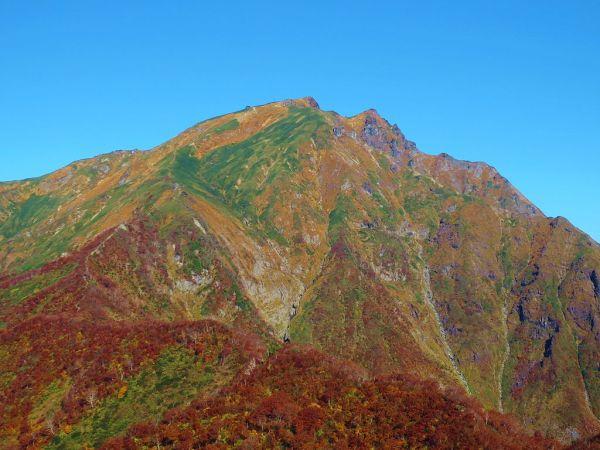 mount_tanigawa_in_autumn