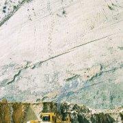 5000 empreintes de pas de dinosaures sur le flanc d'une falaise