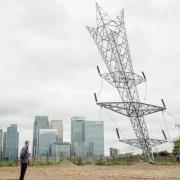 Un pylône électrique à la renverse