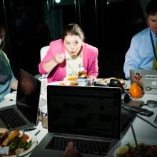 La tristesse et l'esthétique du déjeuner au bureau