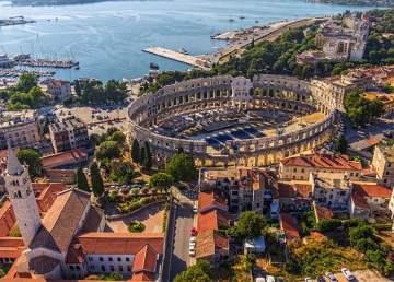 Vista aérea del Coliseo de Pula / foto Shutterstock