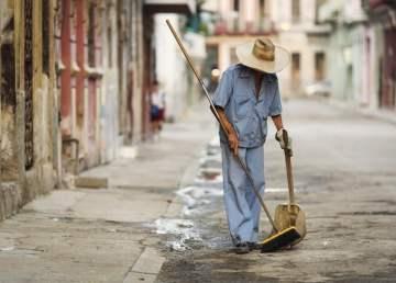 Limpiando la ciudad / foto Shutterstock