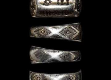 la-brujula-verde-anillo-de-Juana-de-Arco