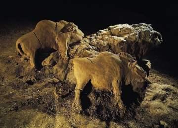 Los bisontes de arcilla. Foto por Bègouën.