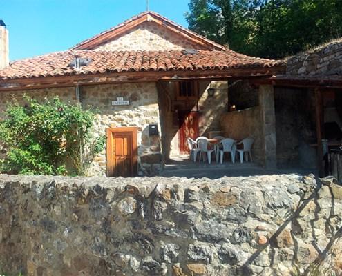 Vista exterior casa rural La Carrozal Asturias Teverga