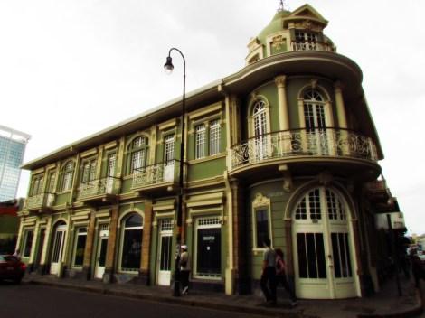 Lo util en la preservacion arquitectonica - la ciudad paralela