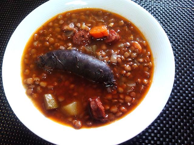 Lentejas con chorizo y morcilla cocina facil