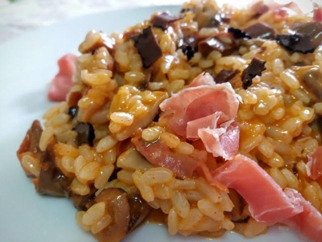 risotto trufado con setas y jamón