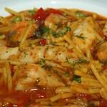 Cazuela de fideos con pescado y marisco