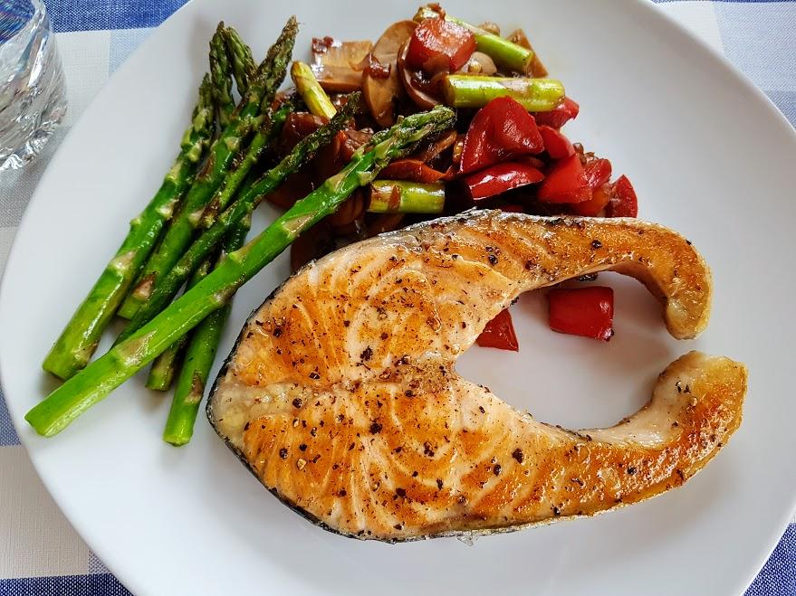 salmon a la plancha con verduras salteadas