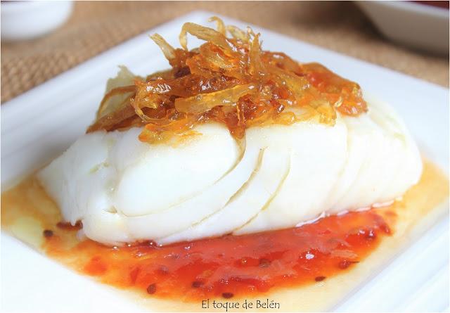 recetas de bacalao. bacalao a la plancha con cebolla caramelizada
