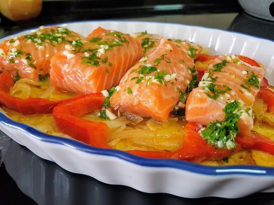 Salm n al horno con patatas panadera la cocina de pedro for Cocina de pedro y yolanda