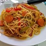 Espaguetis con verduras picantes