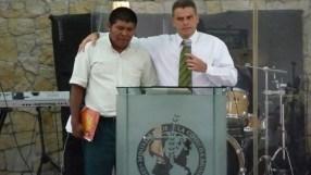 Pastor Hannio Sandí con el pastor de Cabragra
