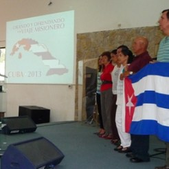Pastor Hannio ora por enviados a Cuba 2014