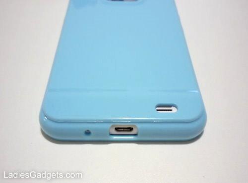 Hands on Review Sky Blue Gel Skin Case (8)