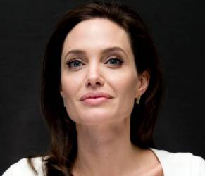Angelina Jolie magra? Ecco come nasconde il fisico esile VIDEO