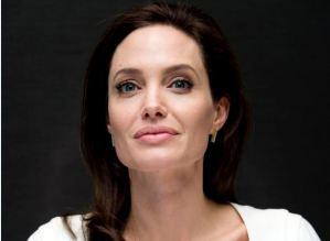"""Angelina Jolie, Brad Pitt un ricordo: """"Ecco il suo nuovo impegno"""""""