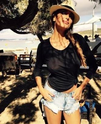 Cristina Buccino, maglietta trasparente...e non porta il reggiseno