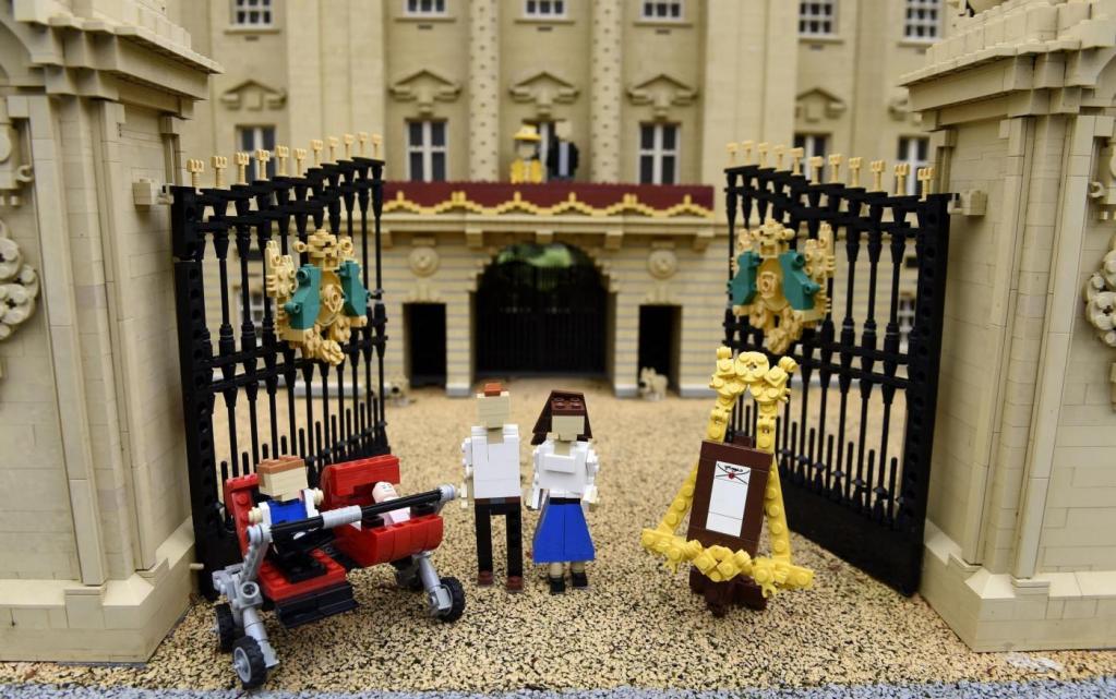 "Royal baby aggiunta alla ""Miniland Royal Family"" fatta con i Lego FOTO"
