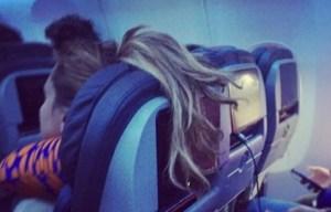 """Passeggeri maleducati a bordo: FOTO finiscono su """"Passengere Shaming"""" 17"""