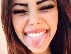 Denti più bianchi in 3 minuti con un rimedio naturale? Si può! Ecco come
