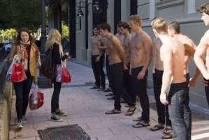 Abercrombie & Fitch cambia rotta: addio commessi e modelli a torso nudo