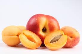 Frutta estiva: pesche per il metabolismo, anguria contro la cellulite...