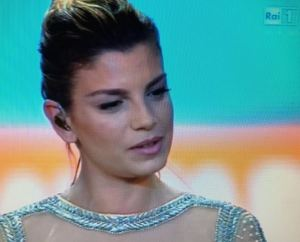 Emma Marrone canta Pino Daniele ai Wind Music Awards e si commuove FOTO
