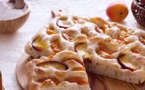 Ricette di dolci: focaccia miele, pesche e albicocche