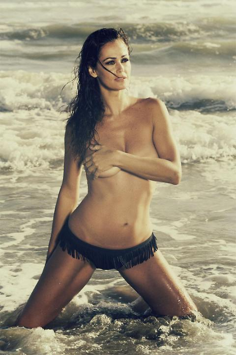 Samantha De Grenet foto in topless su Facebook. E i fan...