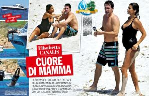 """Elisabetta Canalis al mare in Sardegna. Il pancione cresce: le FOTO di """"Chi""""03"""