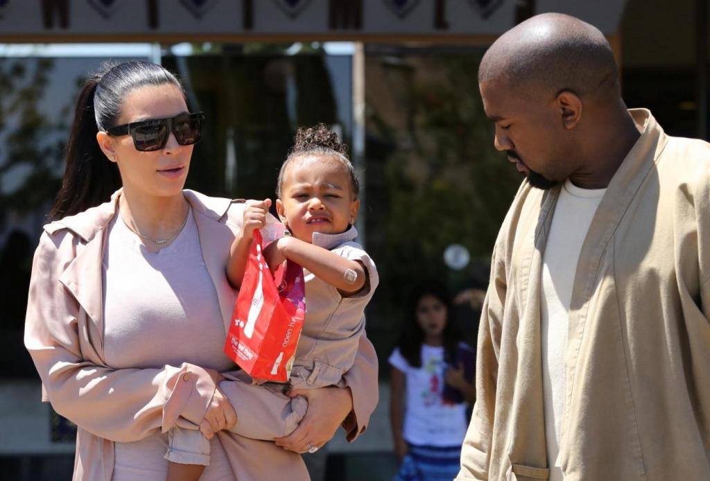 Kim Kardashian incinta, al cinema con Kanye West e la piccola North10