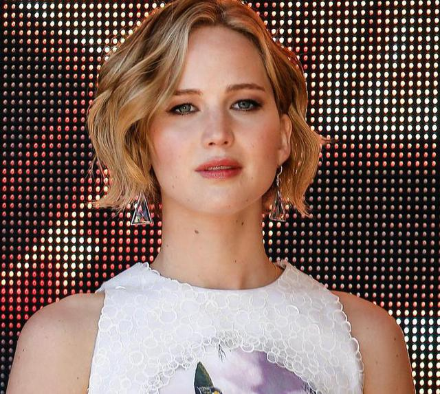 epa04210759 US actress Jennifer Lawrence poses during a photocall for 'The Hunger Games: Mockingjay - Part 1' at the 67th annual Cannes Film Festival, in Cannes, France, 17 May 2014. The festival runs from 14 to 25 May.  EPA/JULIEN WARNAND
