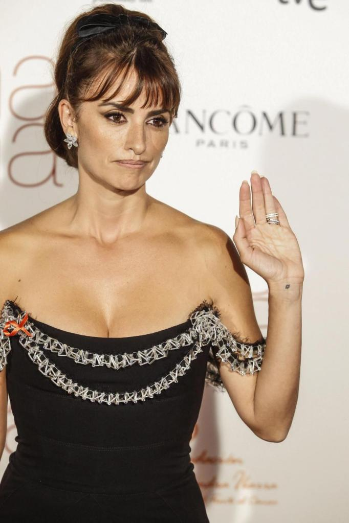 Penelope Cruz total white. A Madrid aveva optato per nero15